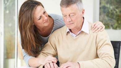 Tips for Caring for a Parent With Dementia
