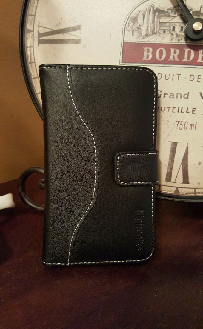 Key Features Real Genuine Leather Wallet features a fold for cash, and 4 slots for credit cards and ID's Hand Stitched Design Built In Hard Case Compatible with the Galaxy Note 4 Slim and Light Weight Design