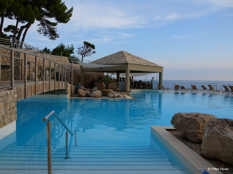 The pool of Dubrovnik Palace looks so inviting!