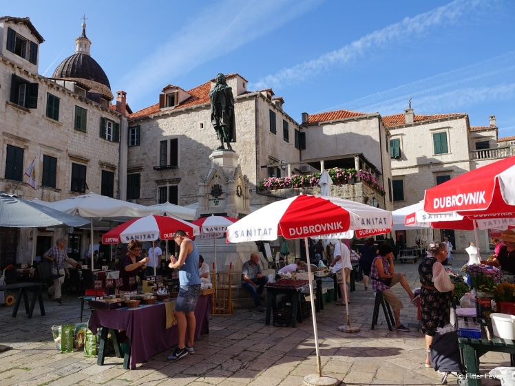 Market at Gundulić Square and statue of the Croatian poet