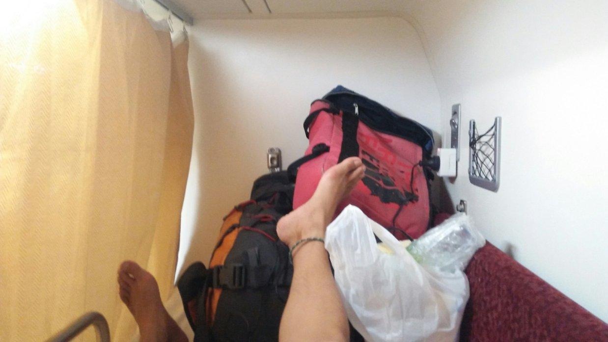 ウドンタ二発バンコク行き寝台列車のベッド