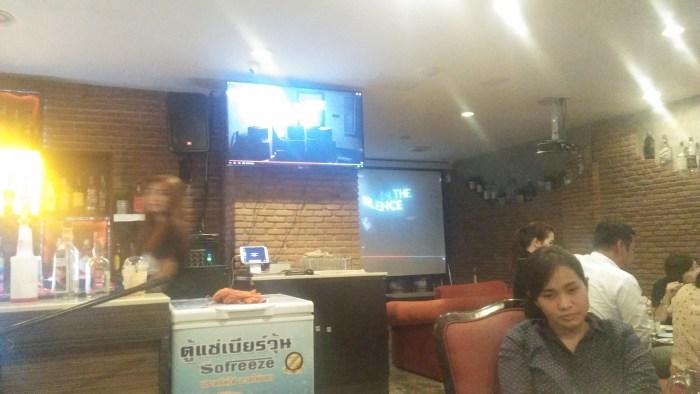 タイ料理屋「Noi Kwa Roi Bar & Restaurant」店内