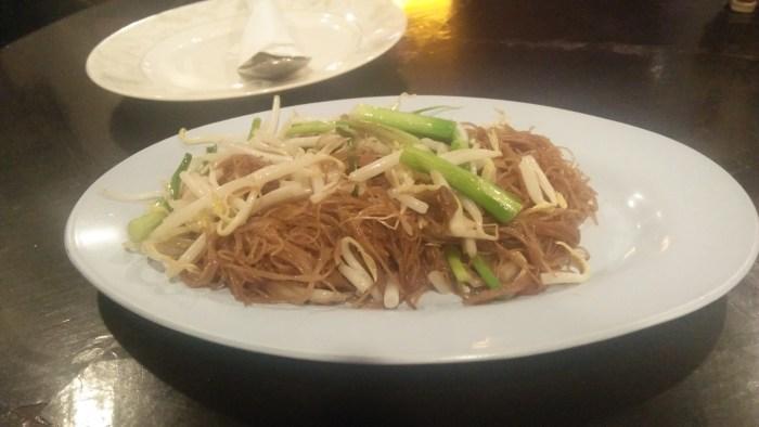 タイ料理屋「Noi Kwa Roi Bar & Restaurant」のタイ風焼きそば