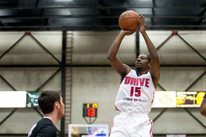 GRAND RAPIDS, MI - NOVEMBER 25: Jordan Crawford #15 of the Grand Rapids Drive shoots the ball against the Austin Spurs at the DeltaPlex Arena on November 25, 2016 in Walker, Michigan. NOTE TO USER: User expressly acknowledges and agrees that, by downloading and/or using this Photograph, user is consenting to the terms and conditions of the Getty Images License Agreement. Mandatory Copyright Notice: Copyright 2016 NBAE (Photo by Allison Farrand/NBAE via Getty Images)