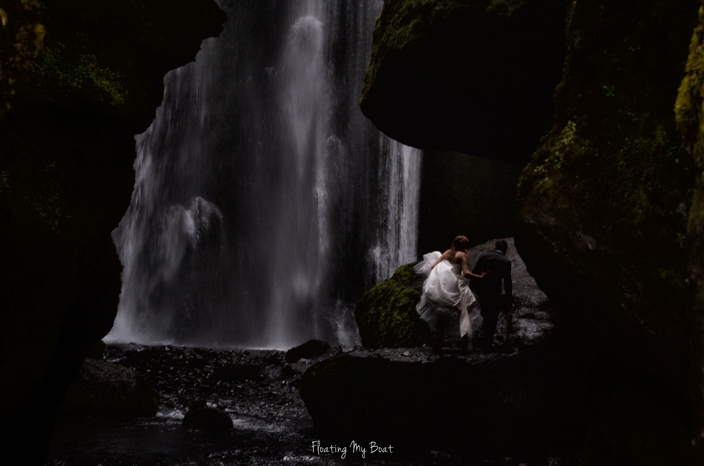 Gljúfrabúi-iceland-wedding-photography