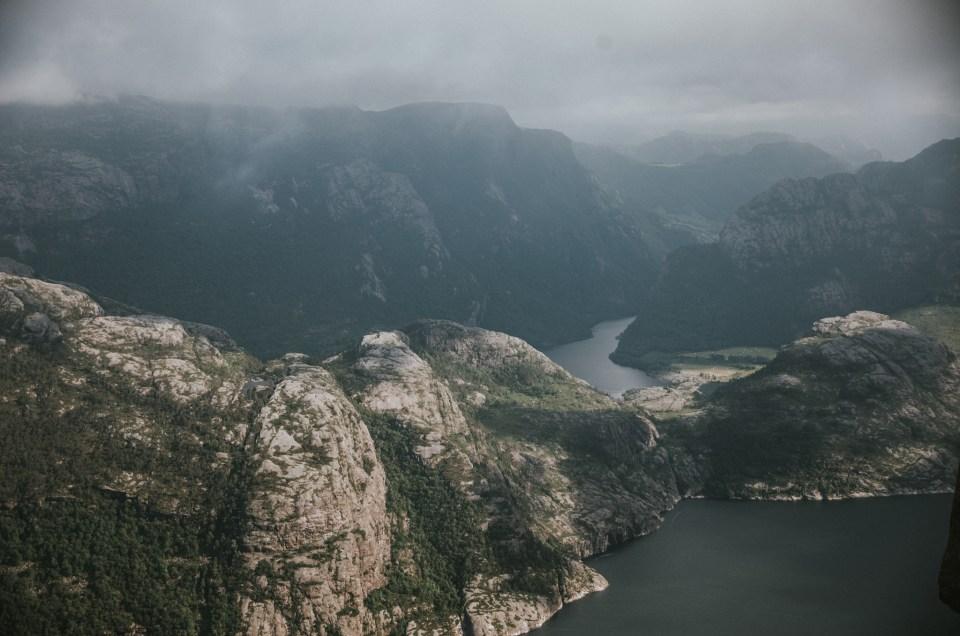 Trekking na Preikestolen w Norwegii - fotorelacja z wejścia na słynną półkę skalną