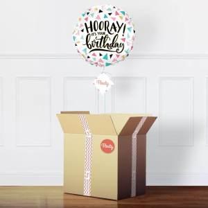 bunter Geburtstagsballon im Paket