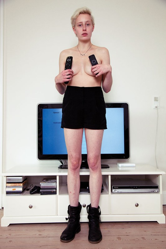 HOME-ENTERTAINMENT-Richard-Kern-3