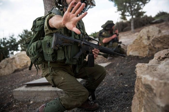士兵不要他的樣子被拍下。