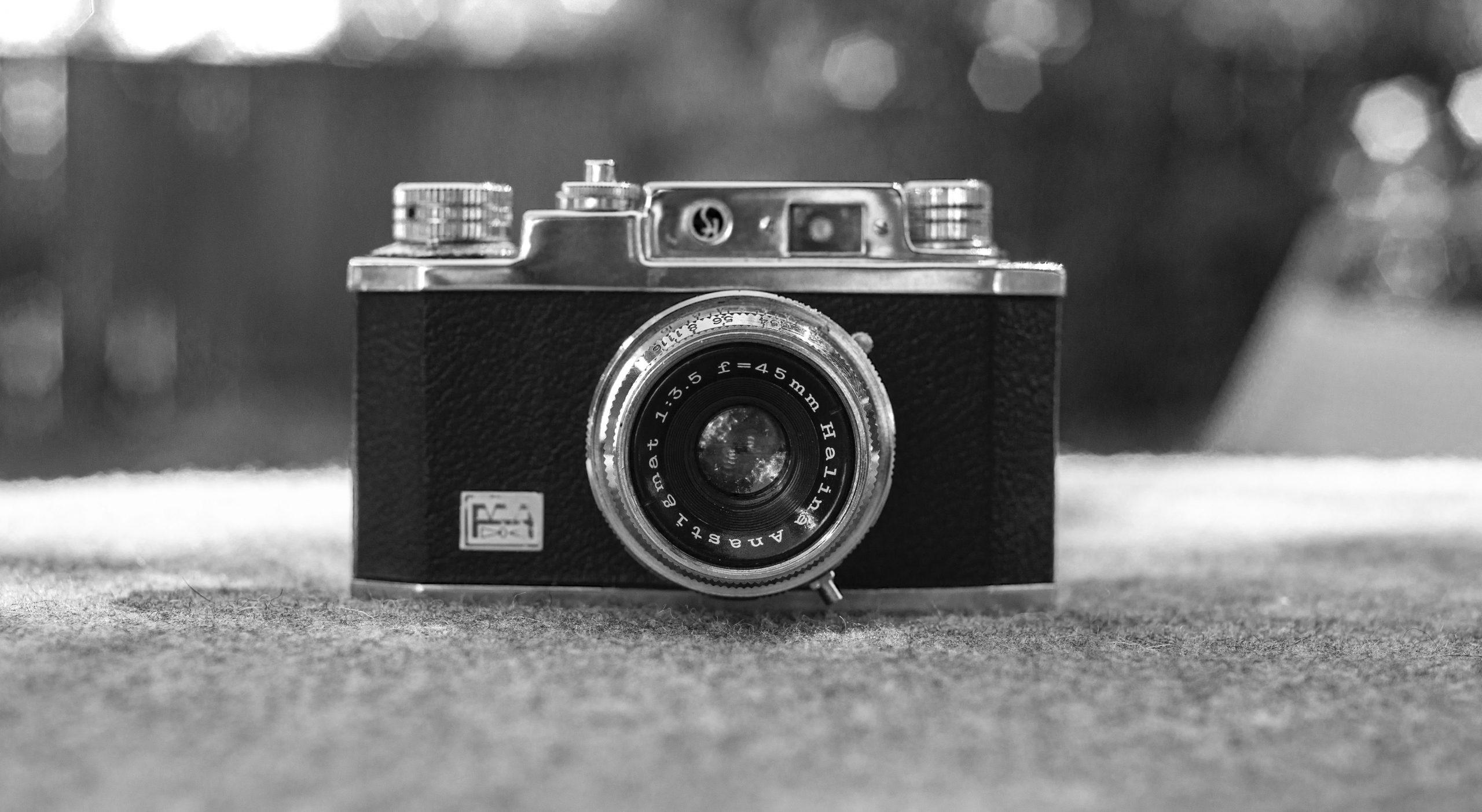 Halina 35X 35mm film camera