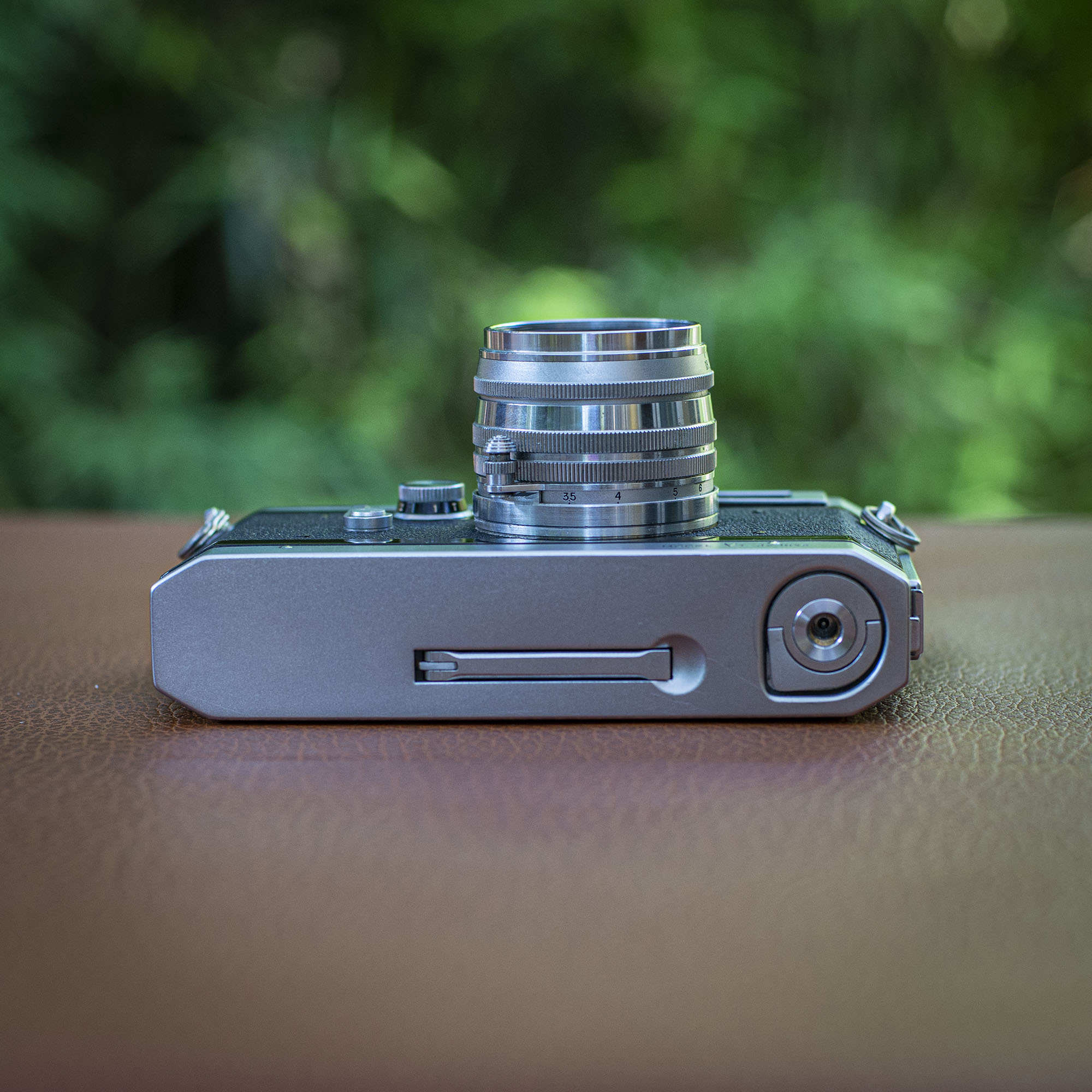 camera bottom view and advance lever