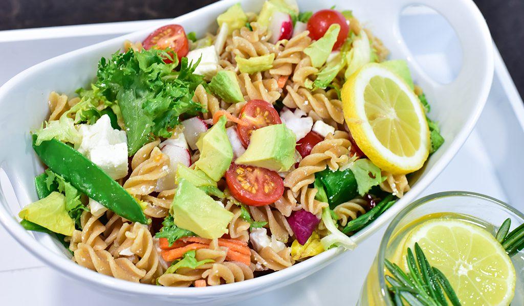 Rezept: Nudel-Avocado-Feta-Salat