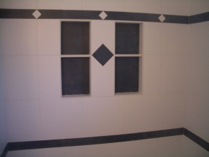 Porcelain niches with offset colored back and insert