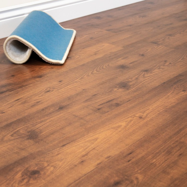 Robina Laminate wood floor available in Floor Expo Uae. High quality materials. Made in Malaysia. P16 Novecento Pine designs.