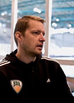 Hanno Möttölä on itsekin käynyt Mäkelänrinteen lukion.