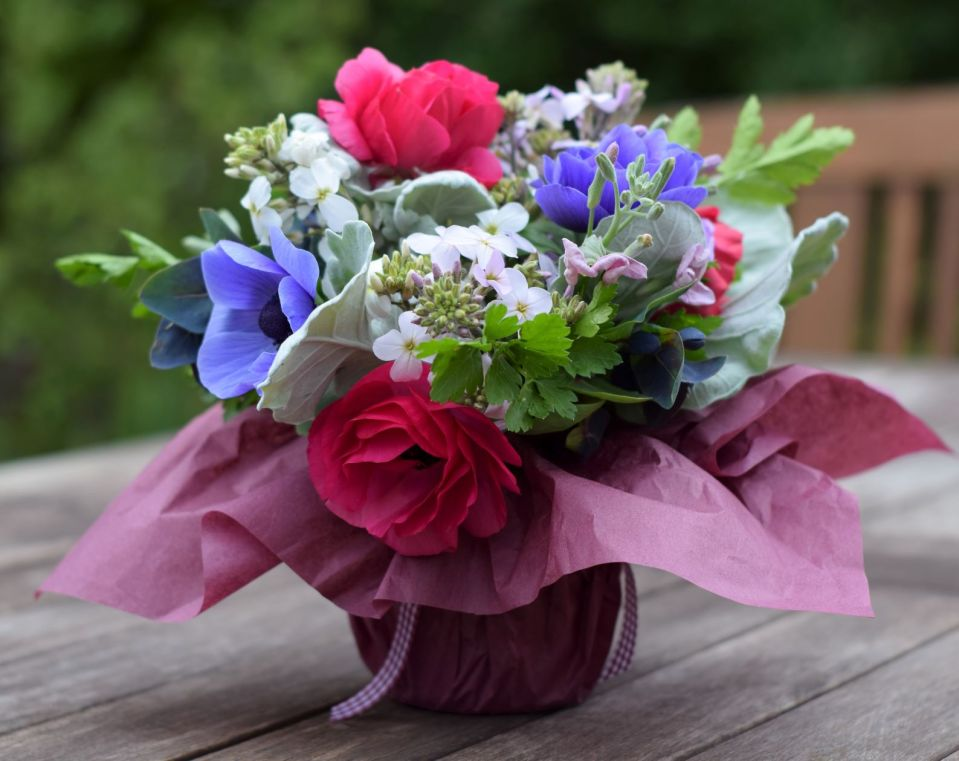 Spring gift posy