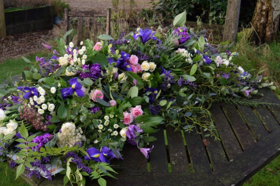 Funeral spray using tied bunches