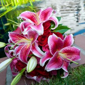 stargazer lilies & roses bouquet
