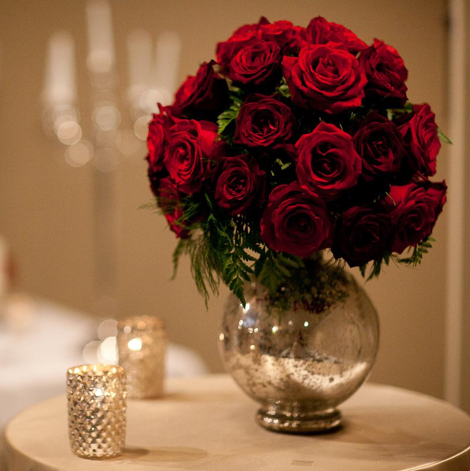 Flower arrangements gallery floral sunshine for Rose centerpieces for wedding tables