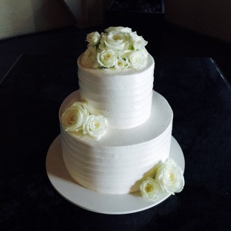 white flowers on white cake