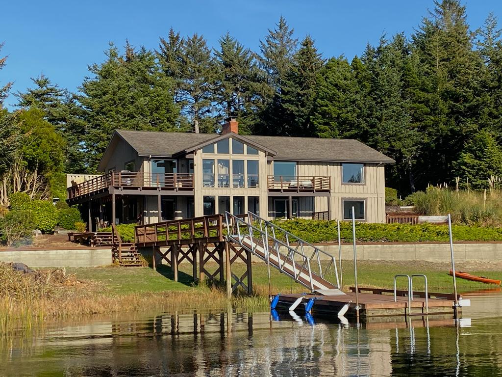 Floras Lake Main House 1024x768