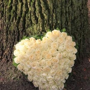 bouquet fleurs coeur blanc maroc