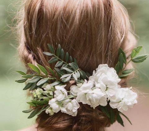 chignon bas fleur Florence coiffure artigues