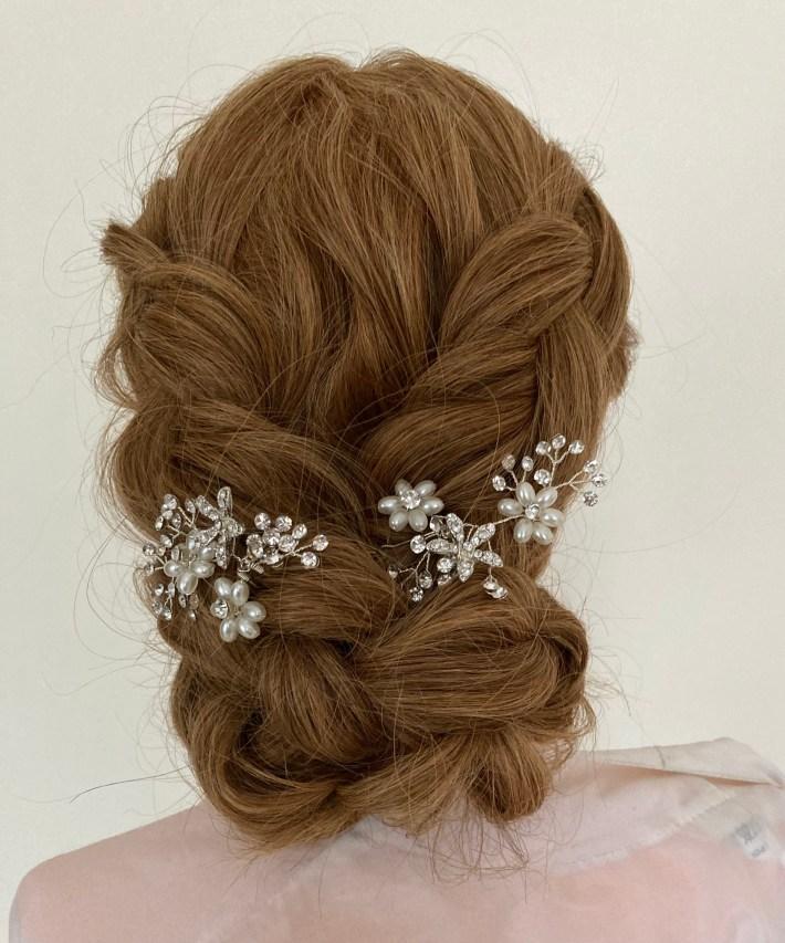 Voici la nouvelle création de Florence coiffure un chignon avec deux tresses