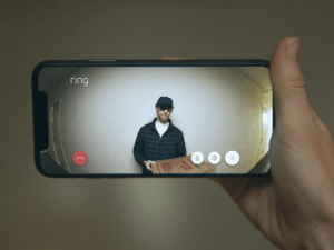 Delivery man at the doorbell via the Ring app