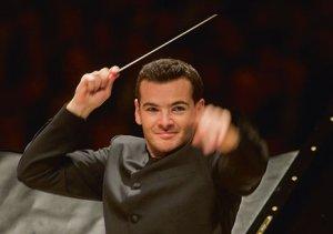 Lionel Bringuier French orchestra conductor