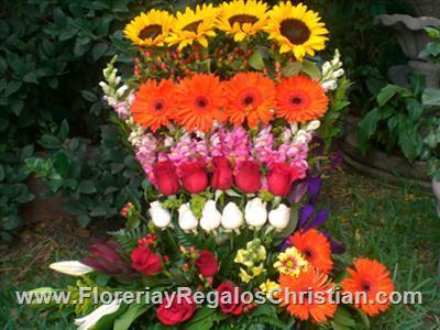 E16 - Arreglo floral exótico de girasoles, gerberas y rosas