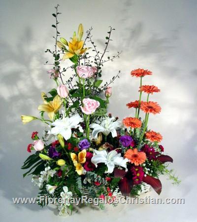 P2 - Canasta con lilis, rosas, gerberas
