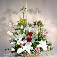 P3 - Canasta con lilis, gerbera y rosas