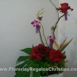 Arreglo de rosas y bedrobios - E60