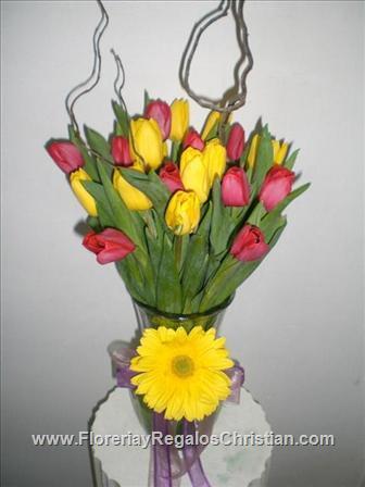 Arreglo floral de colores con rosas y tulipanes - NU15