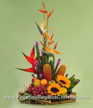 Arreglo de flores primaverales con flores tropicales y heliconeas - P12