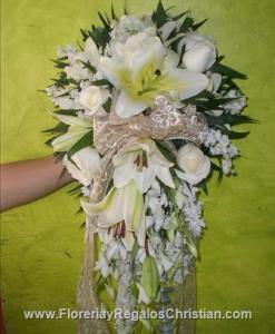 Ramo de novia con Lilis y Rosas. Envío a domicilio en Tijuana.