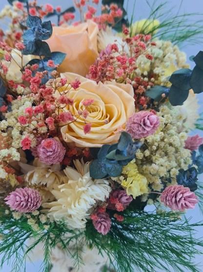ramo con rosas preservadas