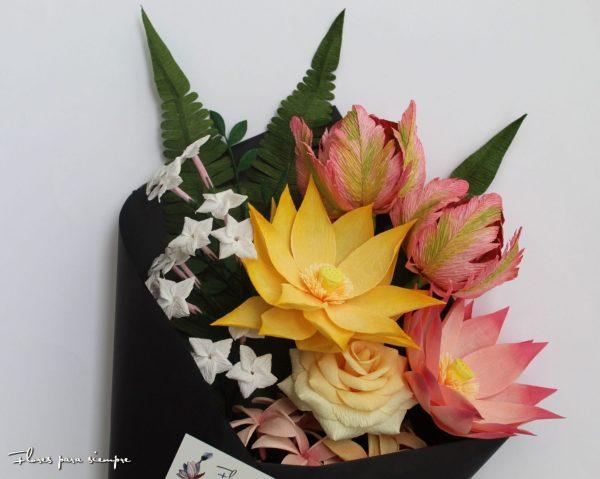 ramo de flores de papel fantasia
