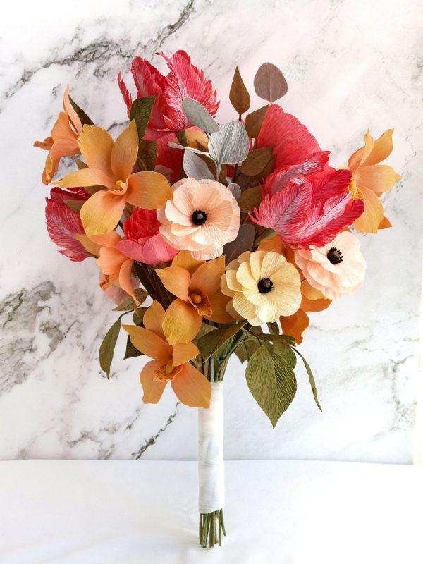 Ramo de novia con tulipanes, orquídeas y ranúnculos