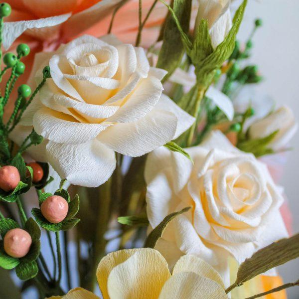 mini rosas blancas de papel, flores para siempre, flores de papel crepe