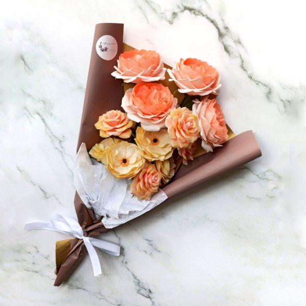 Ramo con 12 flores de papel crepé