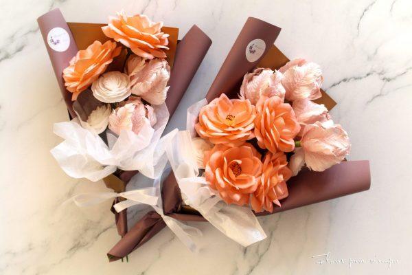 ramo con rosas de jardin, tulipanes y ranúnculos