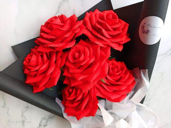 rosas rojas de papel