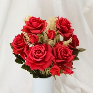 ramo con 6 rosas rojas de papel