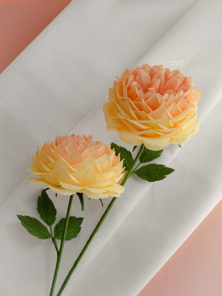 rosas realistas de papel crepe