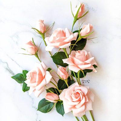 Rosas de papel crepé color rosa palo