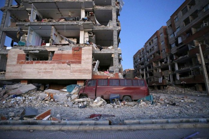 Powerful Earthquake on Iran-Iraq Border Kills Over 400
