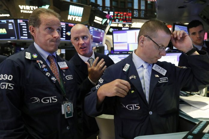 Dow Slumps 800 Points after Bonds Flash Recession Warning - Best Photographs of the Day