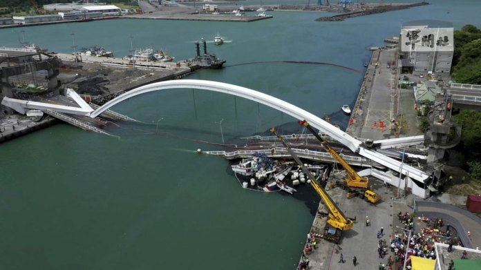 Arch Bridge Falls in Taiwan Bay, Divers Search for Victims